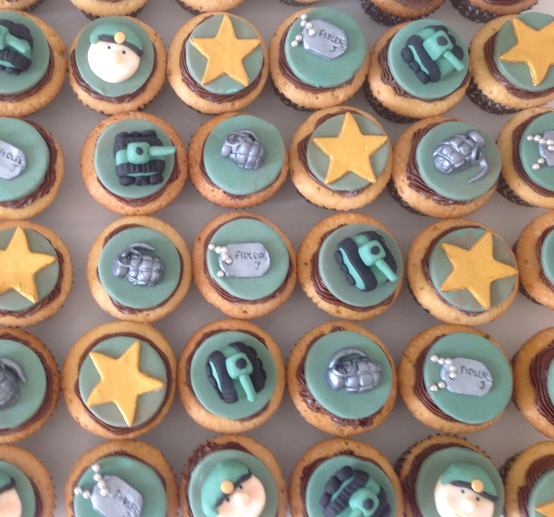 Army cupcakes with tanks, dog tags, stars, grandes and faces