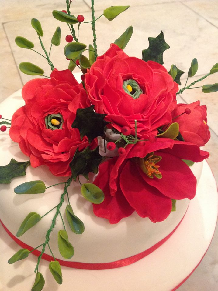 Red bouquet sugar flower Christmas cake