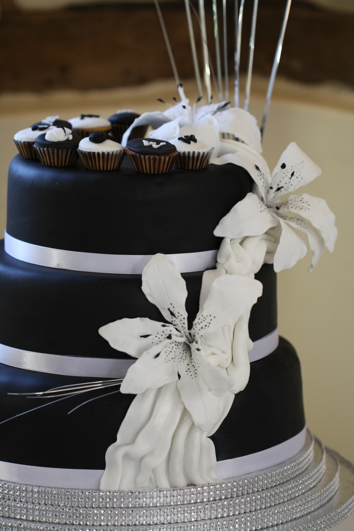 Monochrome Lily sugar flowers Wedding Cake